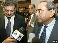 Indian Foreign Secretary Shashank (R) and his Pakistani counterpart, Riaz Khokhar