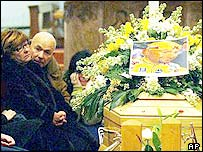 Pantani's mother Tonina and father Paolo with coffin