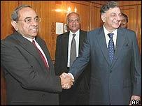 Shashank (L), Indian Foreign Secretary and Riaz Khokhar, Foreign Secretary of Pakistan