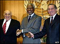Rauf Denktash (left), Kofi Annan (centre) and Tassos Papadopoulos