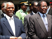 Thabo Mbeki (l) and Robert Mugabe (r)