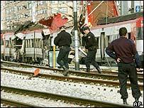 الشرطة الأسبانية تفحص موقع التفجير