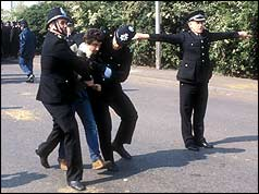 Police making an arrest at Orgreave