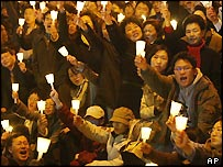 Roh supporters stage a candlelit protest against his impeachment