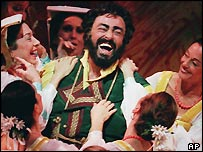 Pavarotti in a dress rehearsal in New York