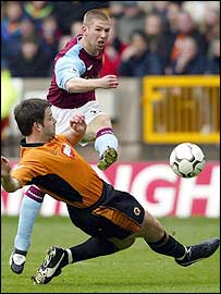 Thomas Hitzlsperger powers Villa in front