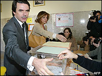 PM Aznar voting