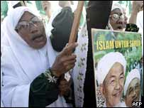 Malaysian opposition Islamic Party (PAS) supporters chant outside the nomination centre in Kuala Terengganu