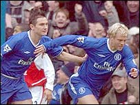 Eidur Gudjohnsen celebrates his goal