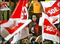 Partidarios del PSOE celebran la victoria electoral