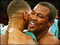 Sugar Shane Mosley embraces Winky Wright