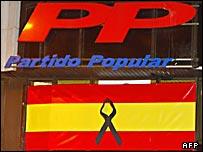 Эмблема Народной партии Испании и испанский флаг