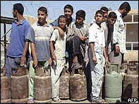 Iraqis stand in line for cooking gas
