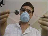 "Dentista se prepara para ""arremeter"""