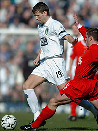 Leeds' Eirik Bakke holds off Liverpool's Jamie Carragher