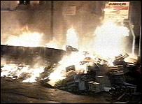 Basura quem�ndose en N�poles, 2003.
