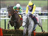 Iris's Gift edges out Baracouda in the Stayers Hurdle