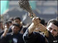 Iraqi Shia Muslims flagellate themselves