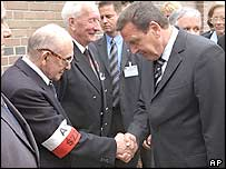 German Chancellor Gerhard Schroeder (right) shakes hands with Warsaw Uprising veteran Tadeusz Pospiech