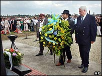 Mourners place wreath at Auschwitz-Birkenau memorial