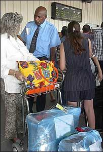 Controles aduaneros en el Aeropuerto José Martí de La Habana (foto de archivo)