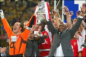 David Seaman and Patrick Vieira lift the FA Cup trophy