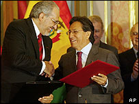 Bolivia's President Carlos Mesa (left) and Peru's President Alejandro Toledo (right