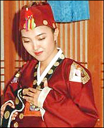 Korean woman in traditional marriage dress (archive picture)