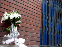 A bouquet of white flowers, a sign of mourning, are left at the door to the Beijing kindergarten  05/08/04