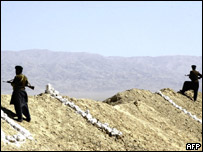 Troops patrol the Afghan-Pakistan border