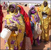 Women queue for food at a camp in northern Darfur 
