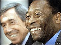 Pelé presentó la lista junto al ex futbolista inglés Gordon Banks