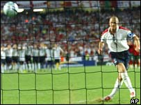 David Beckham misses penalty at Euro 2004, AP