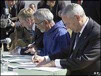 From left to right: Danish Minister of Foreign Affairs Per Stig Moeller, Greenland's Vice Premier Josef Motzfeld, and US Secretary of State Colin Powell