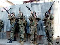 US marines take aim in Port-au-Prince