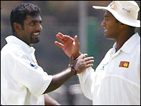 Muralitharan celebrates with skipper Tillakaratne