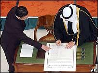 Ghazi Mashal Ajil al-Yawer signs constitution