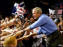 Джордж Буш во время предвыборного турне в штате Огайо