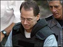 Terry Nichols entering court for sentencing on 9 Aug 2004