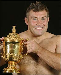 Leonard poses with the Webb Ellis trophy following England's win against Australia