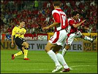 Steven Gerrard's thunderbolt puts Liverpool ahead