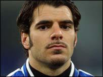 Roma midfielder Simone Perrotta