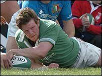 Malcolm O'Kelly scores the first try for Ireland