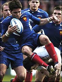 Dimitri Yachvili is tackled in mid-air by Scotland's Derrick Lee