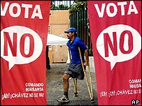 Banners supporting Chavez in the referendum