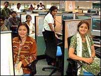Empleados de una central telef�nica india