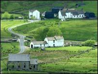 Rural homes (freefoto.com)