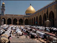 Muslim worshippers pray during noon prayers on Friday during a ceasefire in al-Kufa mosque on the outskirts of the holy city of Najaf