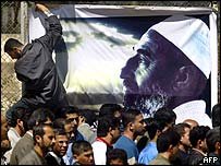 Palestinians file past a giant poster of Sheikh Yassin as they line up to console the Hamas leadership