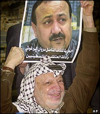 Yasser Arafat holds up picture of prominent Palestinian prisoner Marwan Barghouti
